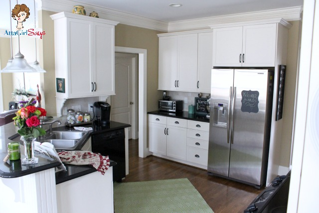 House tour house snooping at atta girl says worthing court for White kitchen cabinets with crown molding