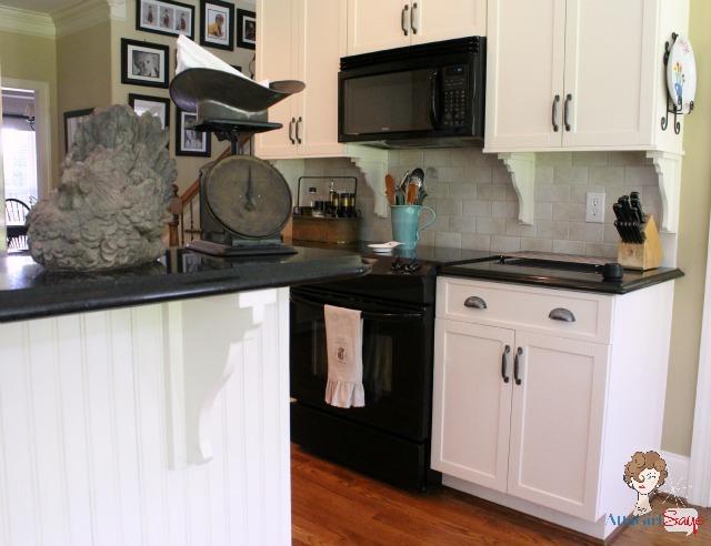 Atta Girl Says: Black and White Kitchen