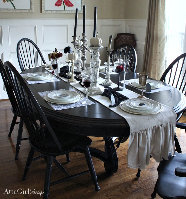 Gothic ghastly gory halloween decorating ideas atta for Dining room table setup ideas