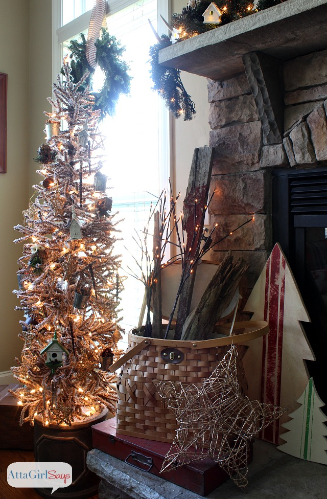 2013 Christmas House Tour: Hundreds of Holiday Decorating ...