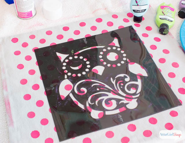 How to Stencil Your Own Decorative Throw Pillows