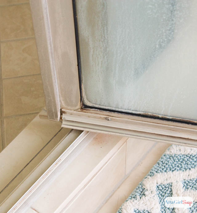 How To Get Rid Of Mildew >> How To Clean Mold And Mildew In The Bathroom Without Scrubbing