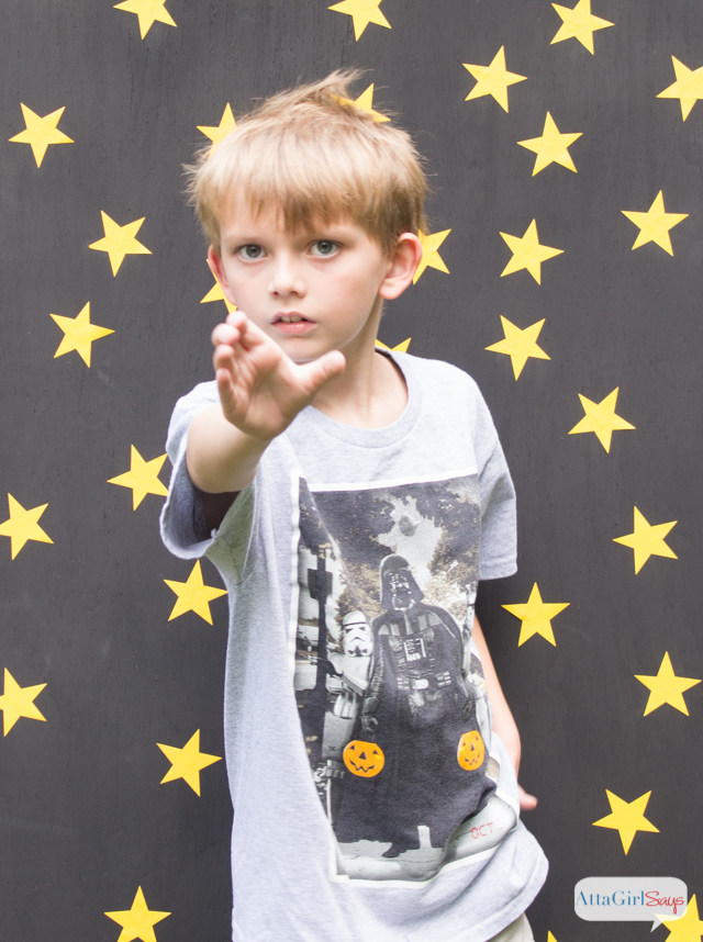 Star Wars Birthday Party Photo Backdrop with Free Photo Overlay. So many great Star Wars birthday party ideas at this site!