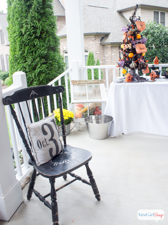 Kid friendly halloween outdoor decorations for Friendly outdoor halloween decorations