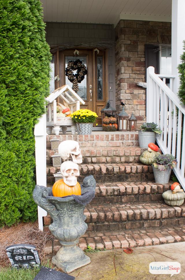 Outdoor halloween decorations spooky porch atta girl says for Friendly outdoor halloween decorations