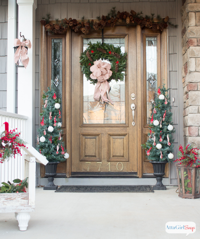 Gorgeous vintage Christmas porch decorations from Atta Girl Says
