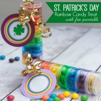 Looking for St. Patrick's Day craft ideas? Make these rainbow candy treats using pill cases from the dollar store. Click here for the free printable tags.