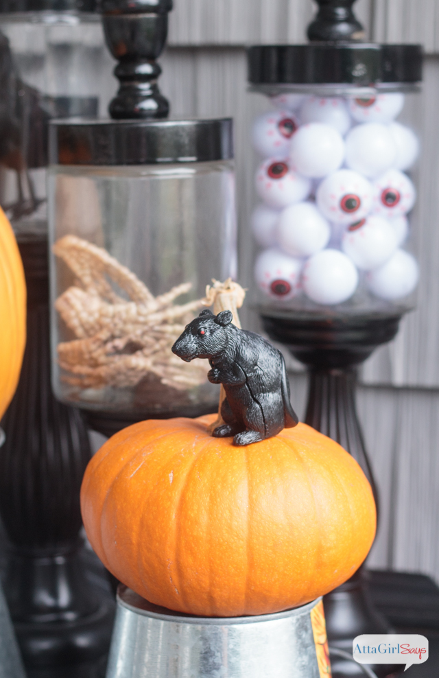 youll love these scary halloween decorations theyre spooky but not gory - Scary Decorations