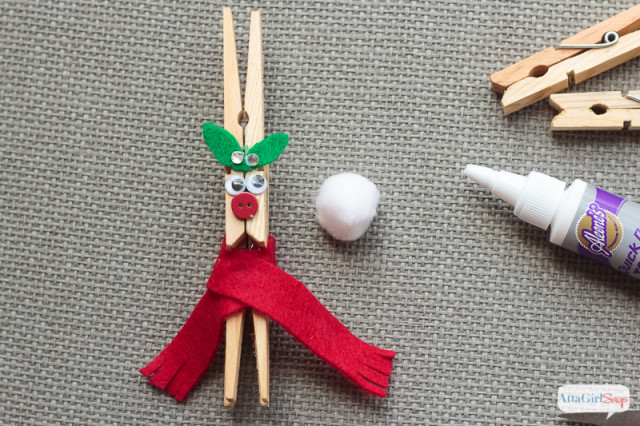 Looking for some Christmas ornaments to make with your kids and family? These adorably goofy clothespin reindeer are easy to make. Hang them on the tree or use them as package toppers.