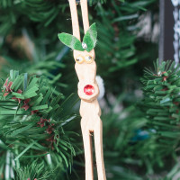 Reindeer Clothespin Christmas Ornaments to Make with Your Family