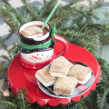 Hot chocolate and s'mores? Could it get any better? These chocolate covered marshmallows with a graham cracker topping are so easy to make. They're delicious as a snack but even better in a mug of hot chocolate. Sounds like a good excuse to throw a hot chocolate party! #ad #ShareYourDelight