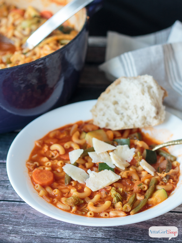 If you're looking for a meal to serve on cold winter nights, this hearty minestrone soup recipe definitely fits the bill. It makes enough to serve a huge crowd, with plenty more for leftovers. #ad #simmeredintradition #ragu