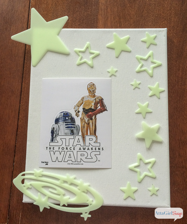 Star Wars fans will love making this glow in the dark artwork featuring their favorite characters from The Force Awakens. #BigGCereal #TheForceAwakens #ad