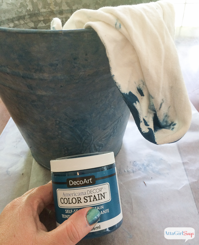 Think stain is just for wood? Think again? See how I transformed a galvanized bucket into a planter with patina using color stain. #sponsored #decoartprojects