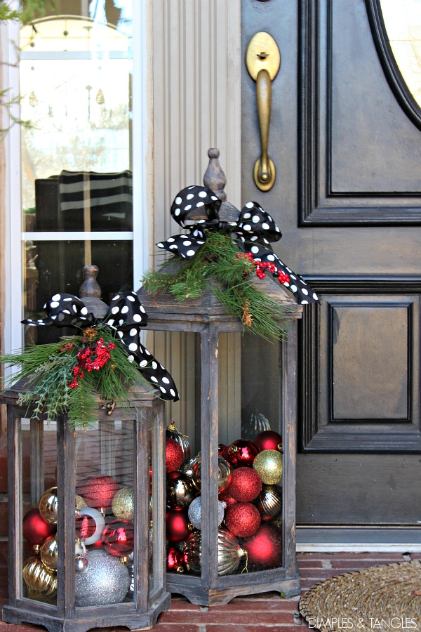 Decoart blog trends outdoor christmas decor for Easy front porch christmas decorations
