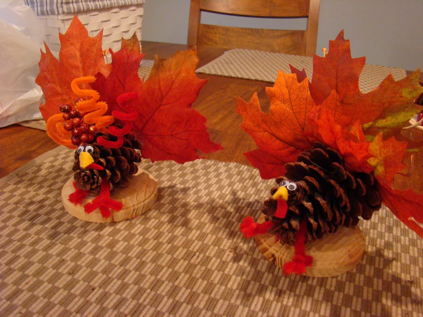 thanksgiving turkey crafts to make with leaves atta girl says. Black Bedroom Furniture Sets. Home Design Ideas