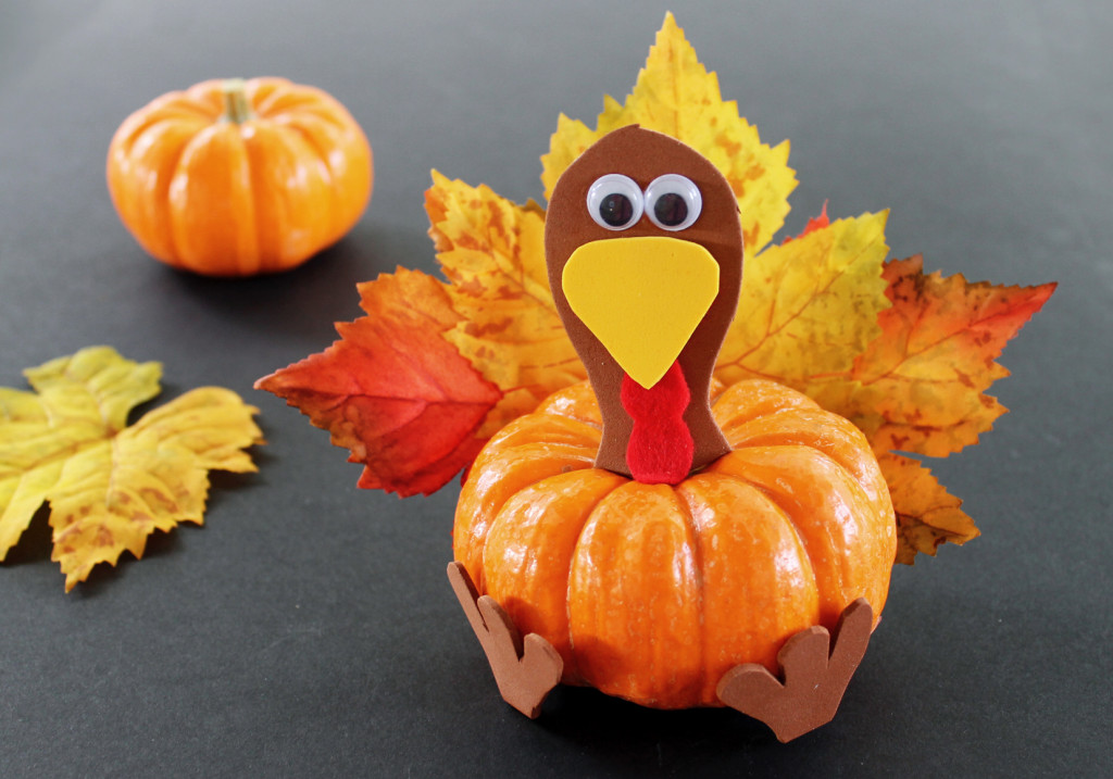 This pumpkin turkey is just one of the adorable Thanksgiving turkey crafts you can make with leaves. Click to find links and instructions for them all.