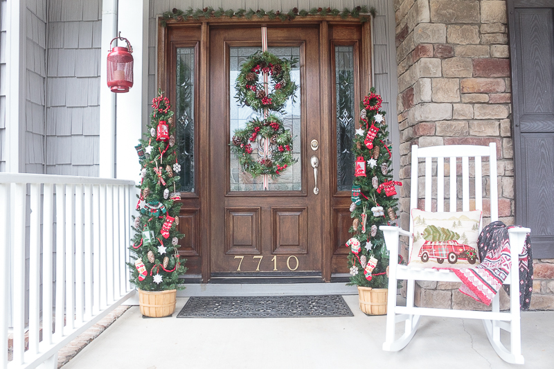 join me for virtual tours of eight bloggers stunning porches decorated for the holidays you - Country Christmas Decorations For Front Porch