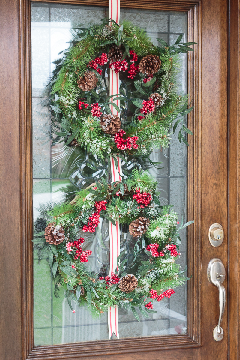 Front porch decorating ideas you 39 ll want to copy for christmas for Front door decor