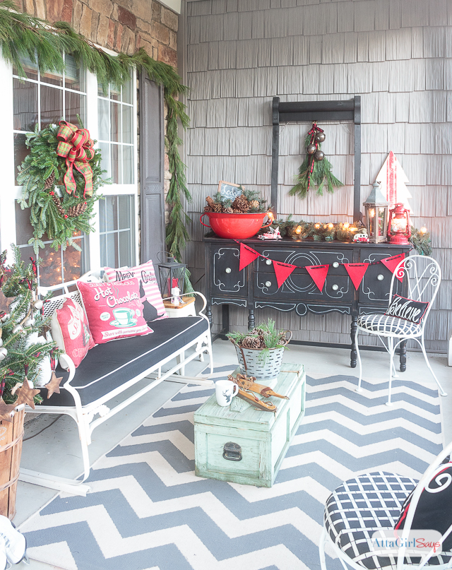 front porch decorating ideas you 39 ll want to copy for christmas. Black Bedroom Furniture Sets. Home Design Ideas
