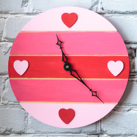 """Time for Love"" Valentine's Day Pallet Clock"
