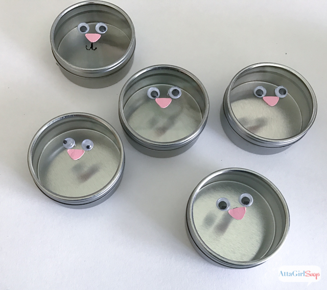 Aren't these bunnies just the cutest? Fill these Easter party favors with your white chocolate chips, marshmallows or seasonal M&M's. Click for step-by-step instructions on how to make them.