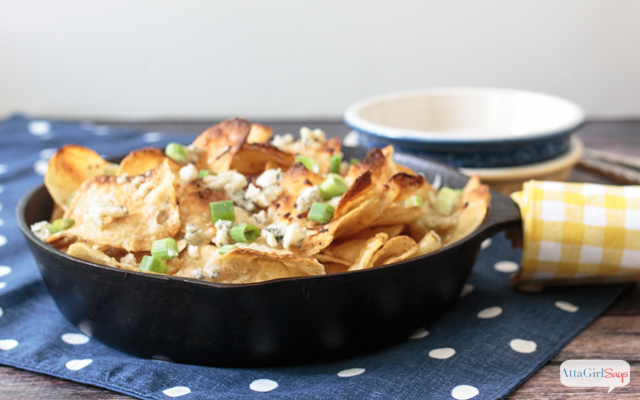 honey and blue cheese kettle chips in a cast iron skillet