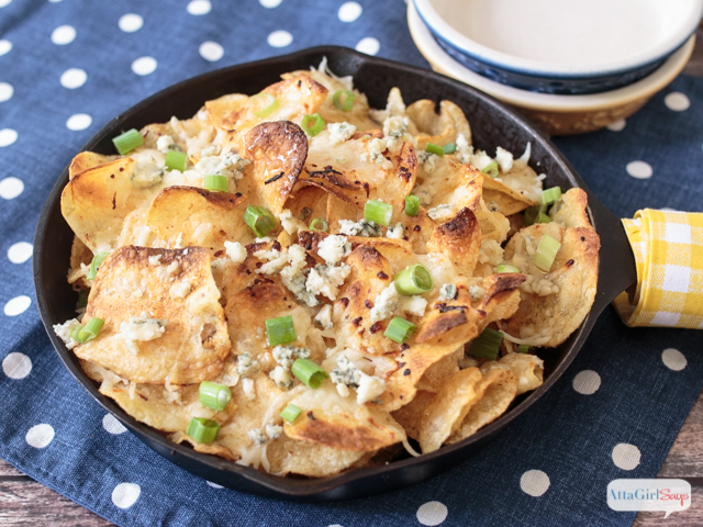 These honey and blue cheese kettle chips turn plain potato chips into a fancy appetizer that's great for wine tastings and fancy parties. #ad #SnackSnapShare #SnackStories