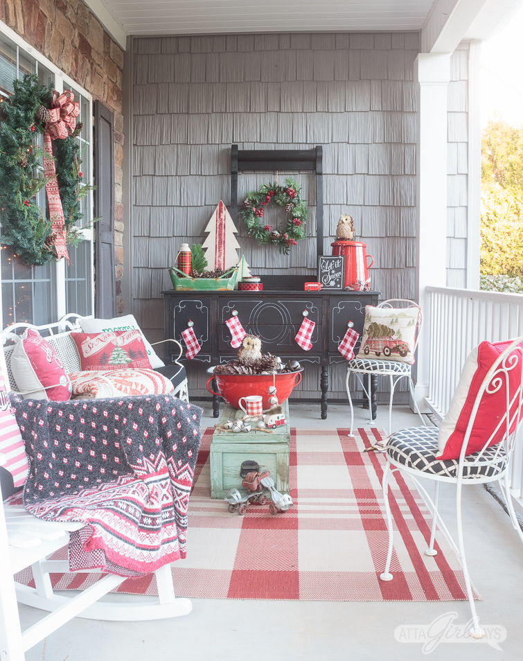 christmas porch decor ideas to kick off the holiday season. Black Bedroom Furniture Sets. Home Design Ideas