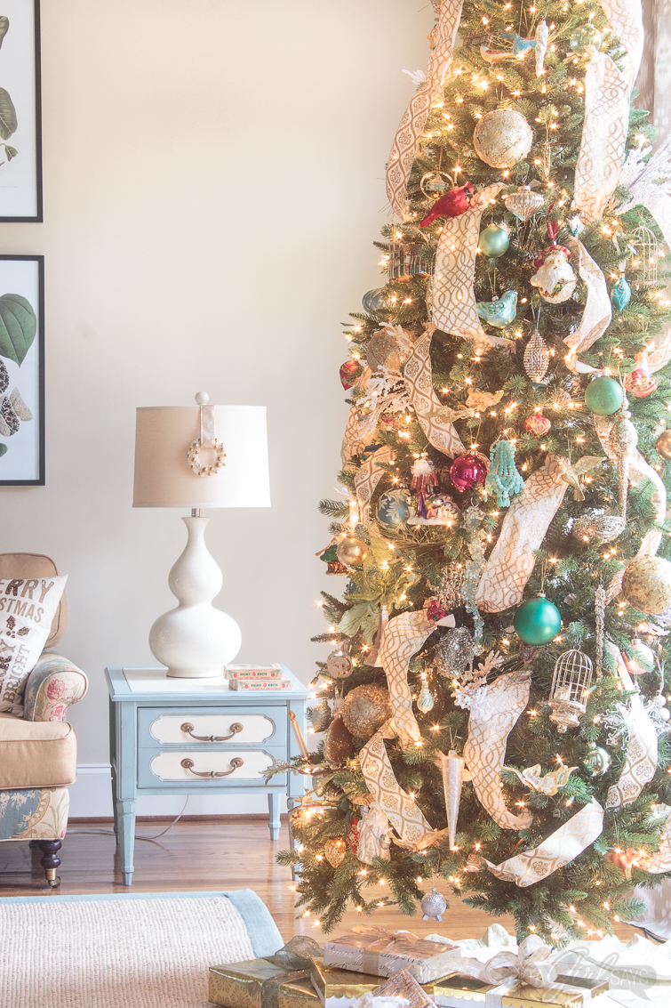 what a gorgeous christmas home tour full of colorful and vintage decorations with a touch