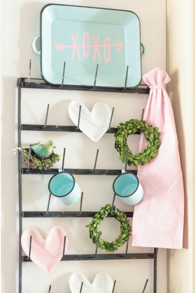 Coffee Mug Wall Rack Valentine's Day Decor