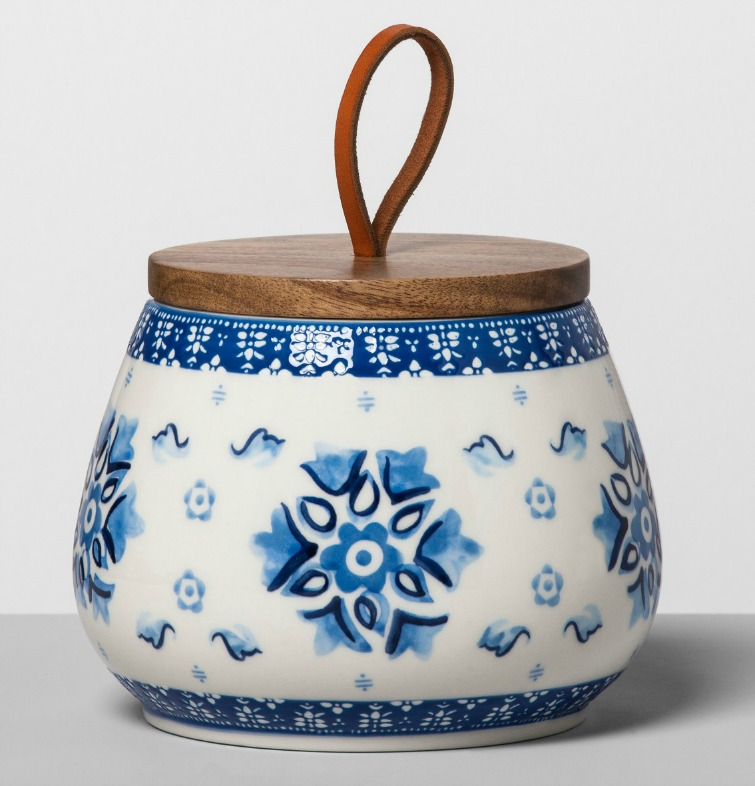 If you love vintage decor, hurry to Target to check out the new Opalhouse collection. This blue and white floral stoneware canister is just one of the fabulous vintage-style pieces you'll find at great prices! #opalhouse #targetstyle #vintagestyle #blueandwhite #stoneware