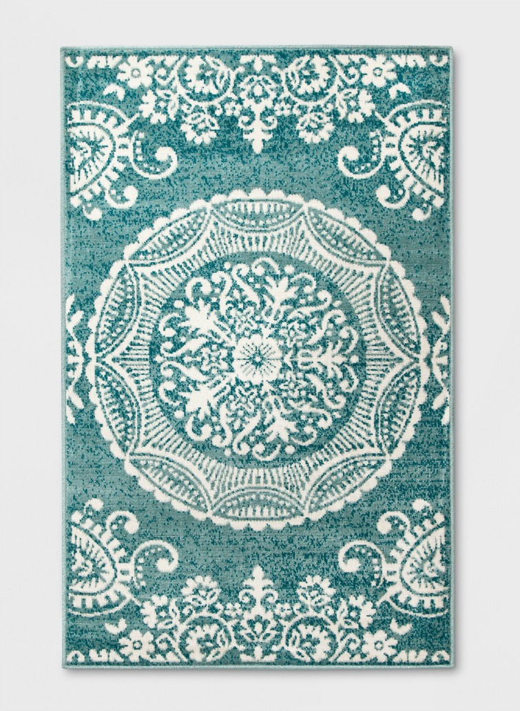 If you love vintage decor, hurry to Target to check out the new Opalhouse collection. This blue and white medallion rug is just one of the fabulous vintage-style pieces you'll find at great prices! #opalhouse #targetstyle #vintagestyle #outdoorrug #medallionrug #aqua