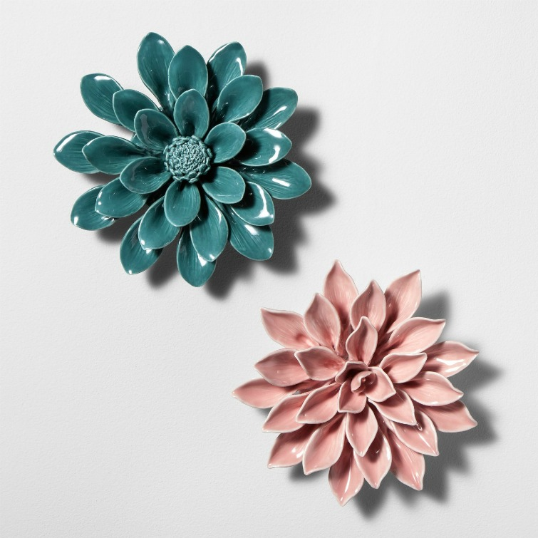 If you love vintage decor, hurry to Target to check out the new Opalhouse collection. These porcelain flower wall sculptures are among the fabulous vintage-style pieces you'll find at great prices! #opalhouse #targetstyle #vintagestyle #porcelainflowers #sculpture #wallsculpture