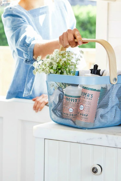 Click to receive a FREE Mrs. Meyer's Cleaning Kit, in your choice of fabulous scent, from Grove Collaborative. #affiliate #freebie #cleaningtips