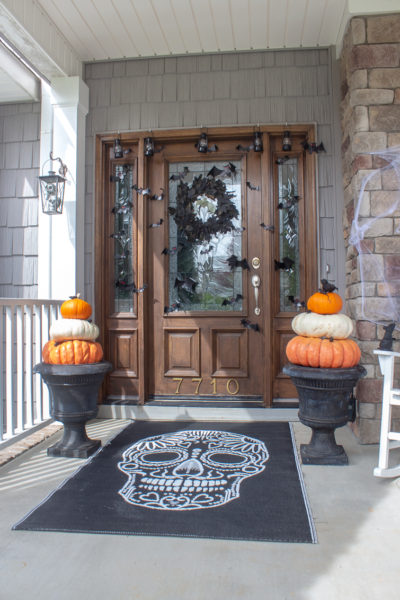 Scary Halloween Decorations for the Front Porch