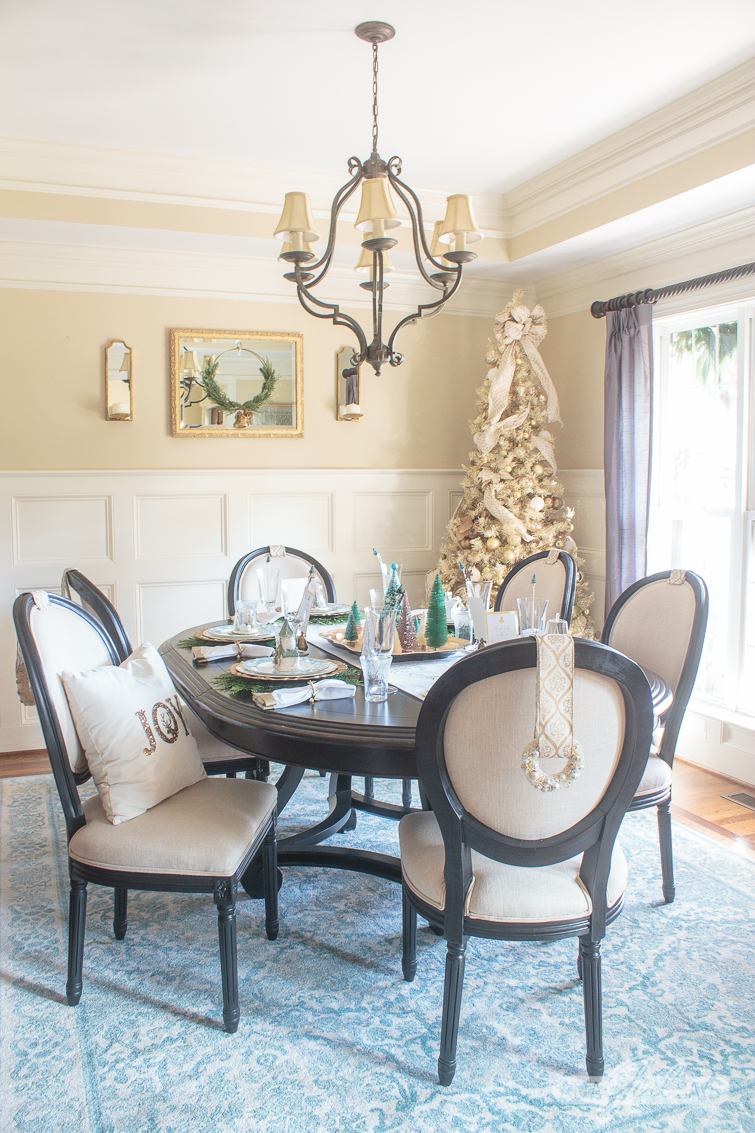 Christmas Table Decorations: Elegant Gold & Aqua Dining Room